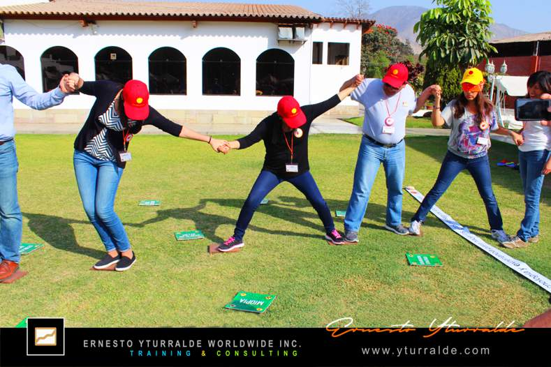 Outdoor Training en las playas del Perú | Ernesto Yturralde Worldwide Inc.